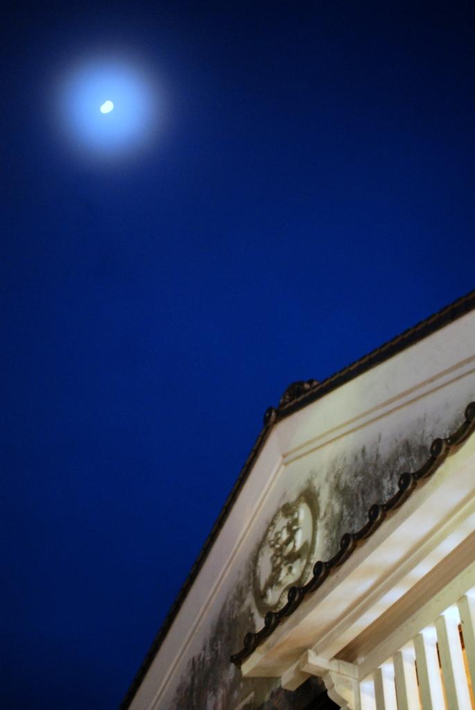 月明かりの横丁
