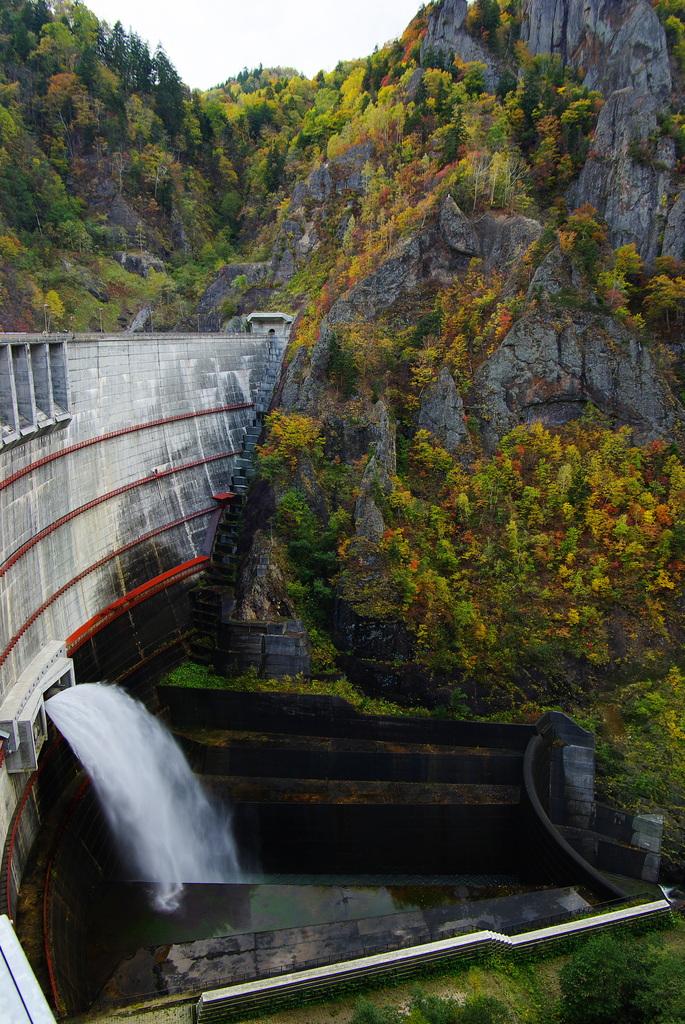 豊平峡ダムの秋
