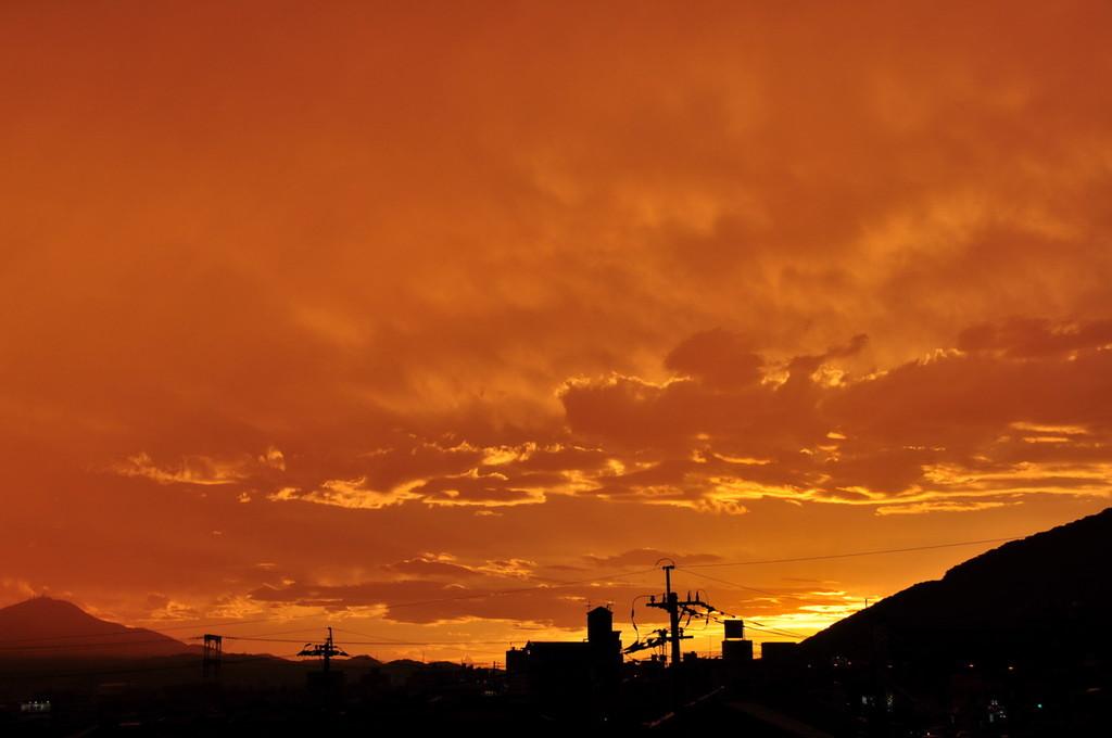 燃えるような夕日。