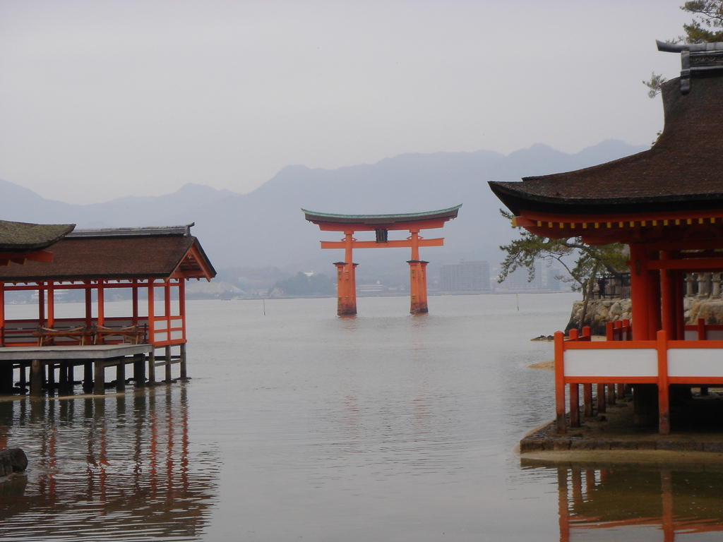 厳島神社からの大鳥居①