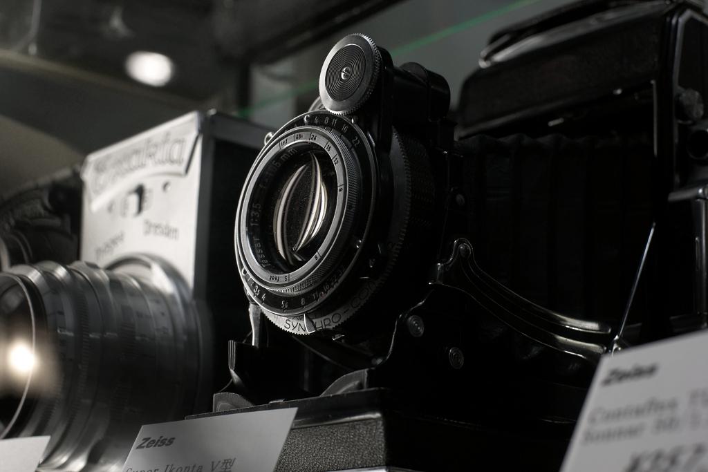 偶然見つけた古いカメラ屋さんにて