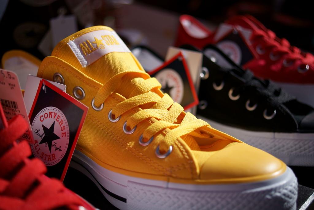 黄色いスニーカー