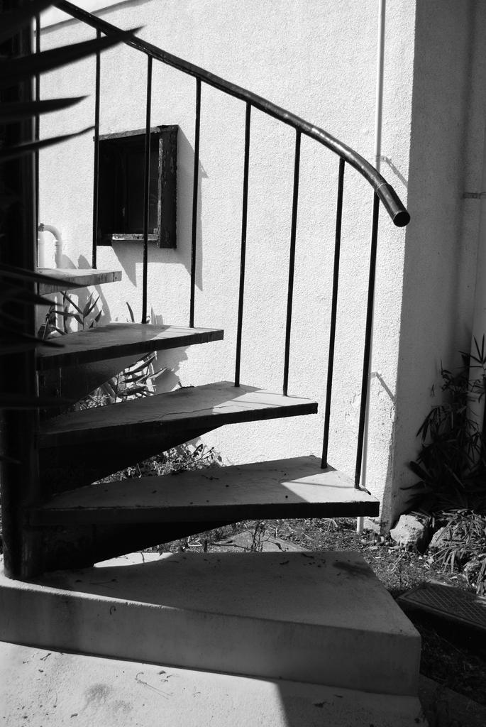 しろくろ階段