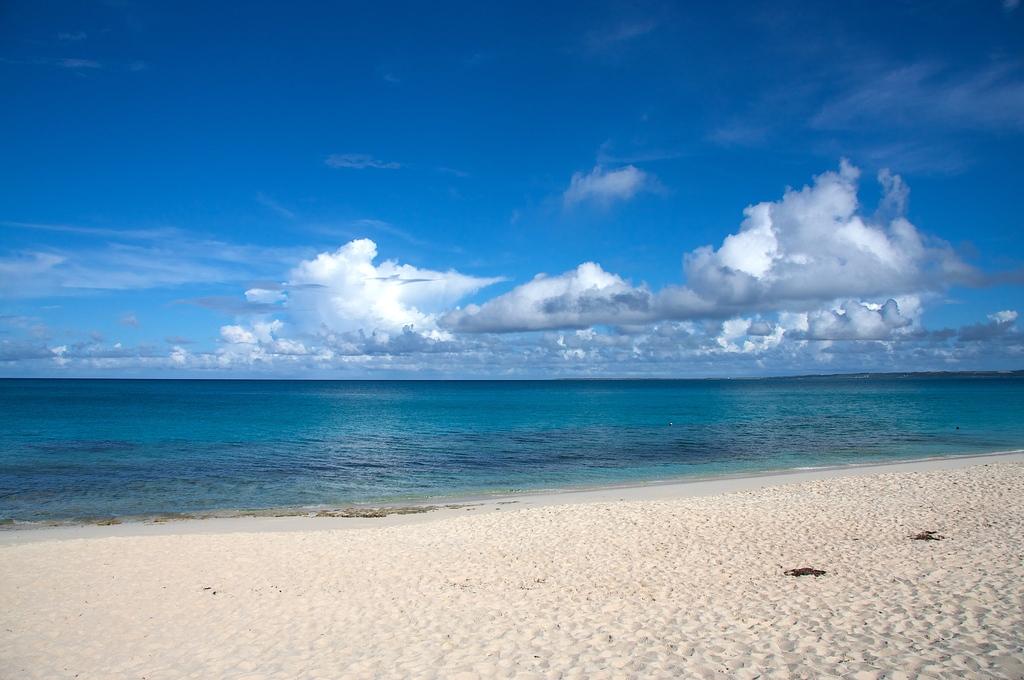 空と雲と海と浜