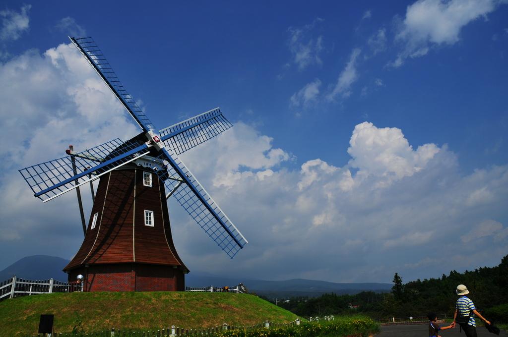 晴れた日の風車