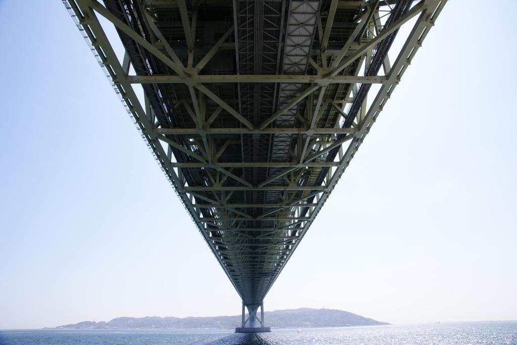 淡路に伸びる明石海峡2