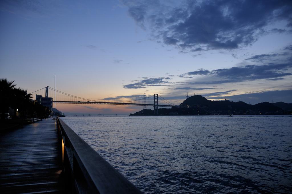 早朝の関門橋
