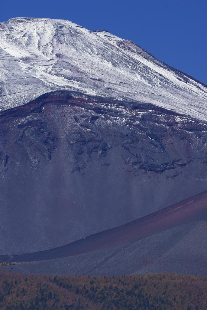 宝永山噴火口