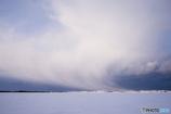 舞い上がる雪雲
