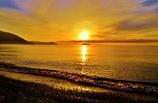 朝黄金の湖