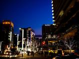 夕暮れて街は煌めきが始まる..