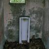 廃校のトイレ
