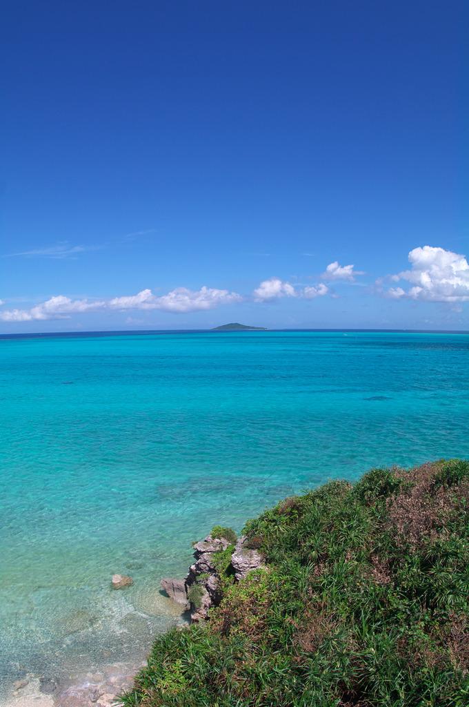 池間島から見る大神島