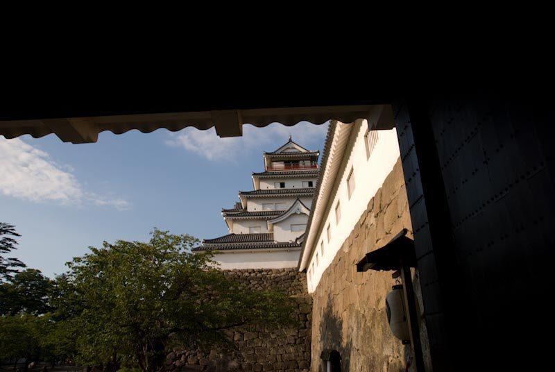 鉄門からの若松城