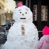 ピンクの帽子の雪だるま