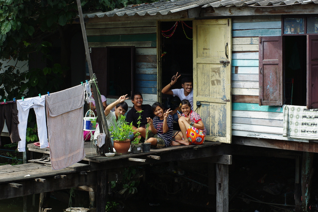 川辺の住民