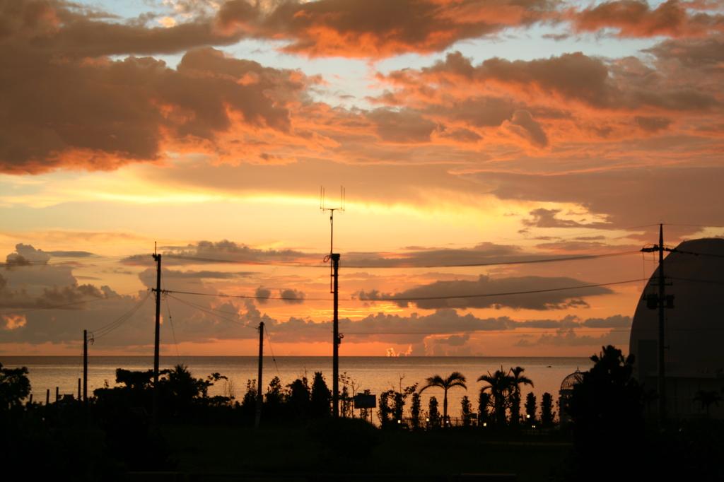 残波ビーチ付近の夕日