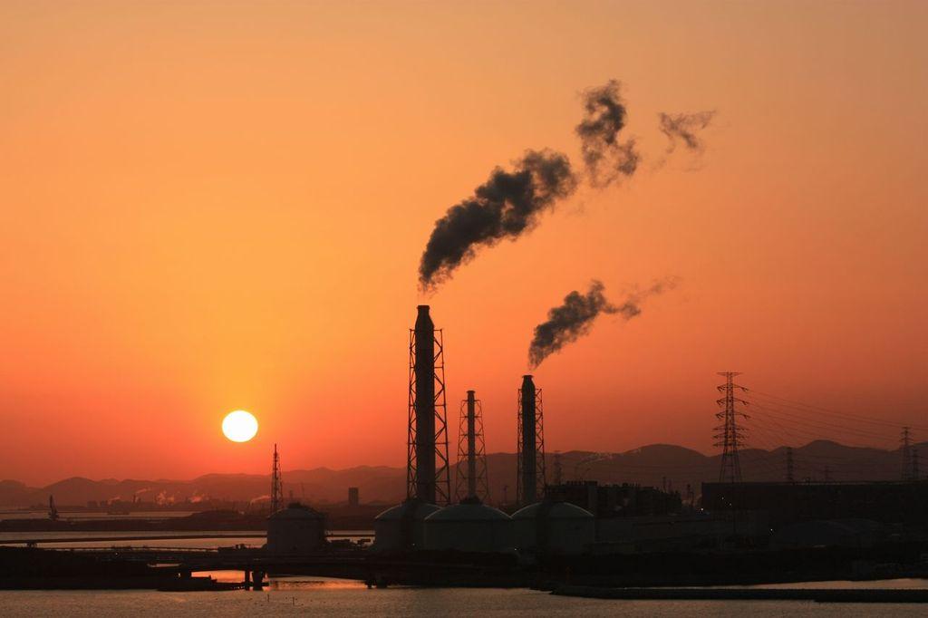 工場地帯の黄昏