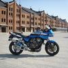 バイクと赤レンガ倉庫