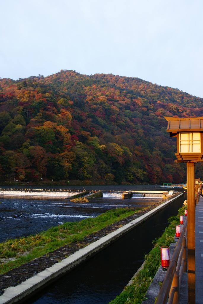 朝日の嵐山