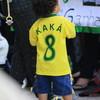 ブラジル代表KAKA&ママおしゃぶり下げてる~ (^_-)