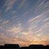 流れる雲と夕暮れ空
