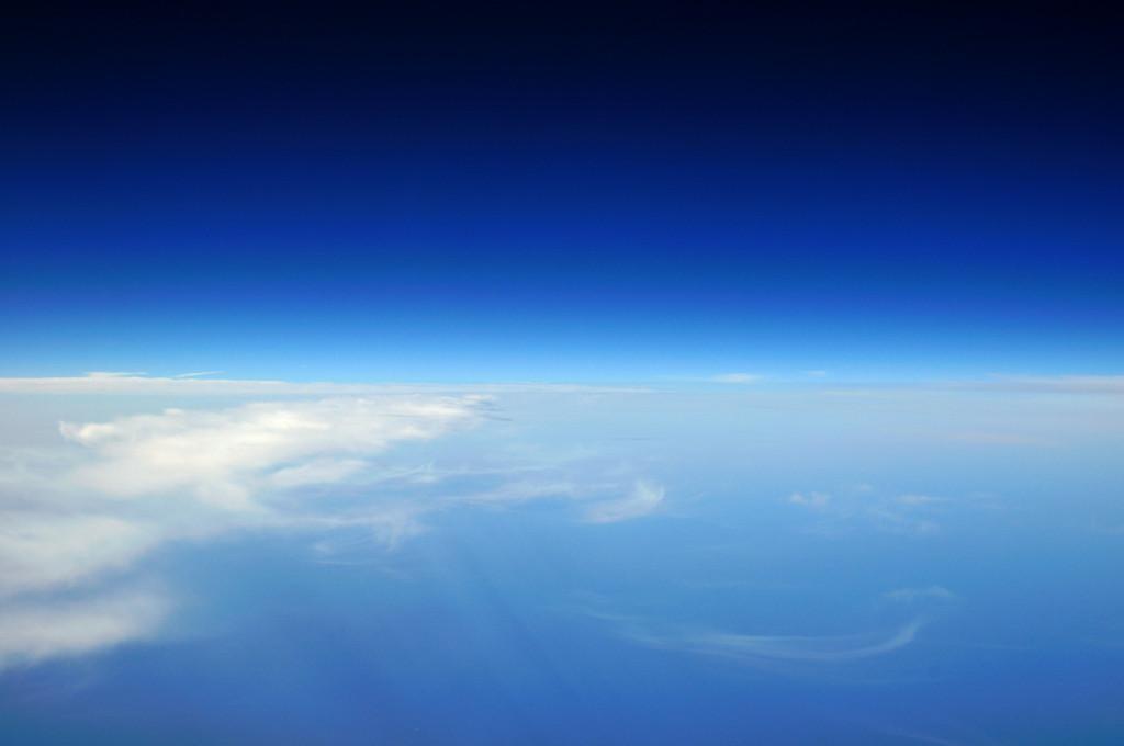 空と宇宙の間