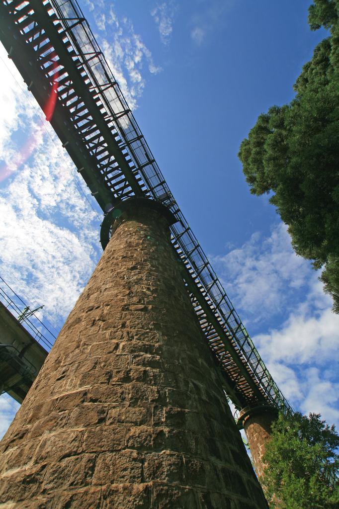 秋を繋ぐ空の鉄橋