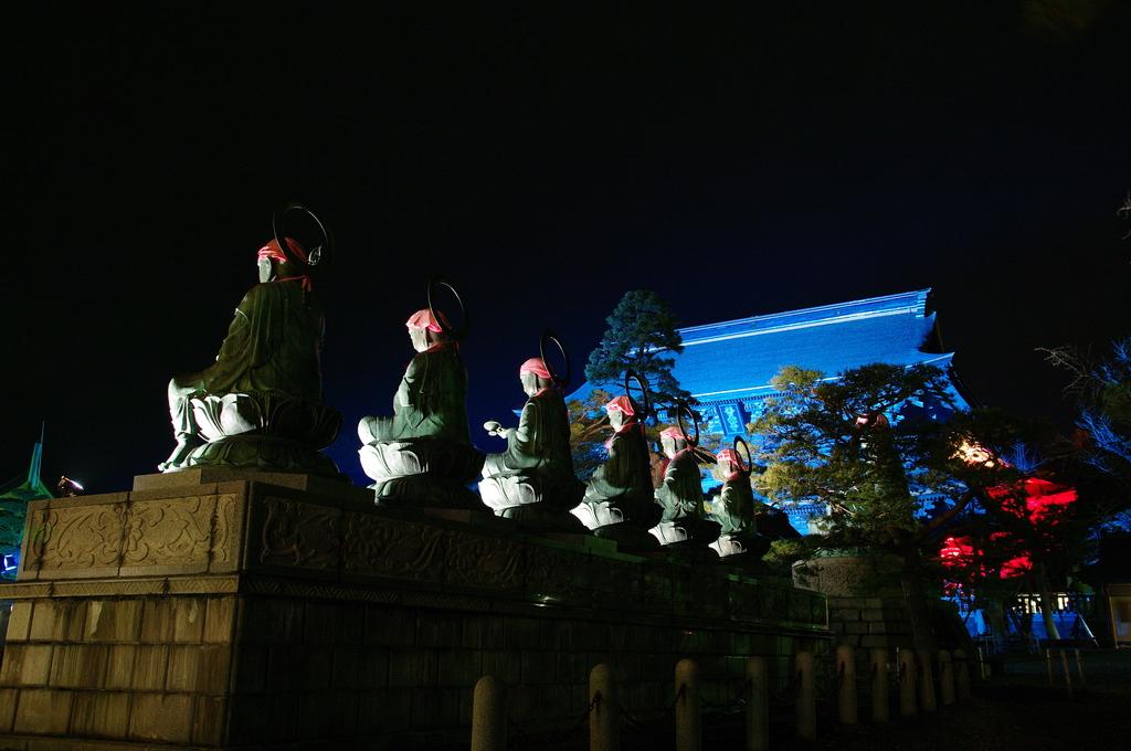 六地蔵と山門