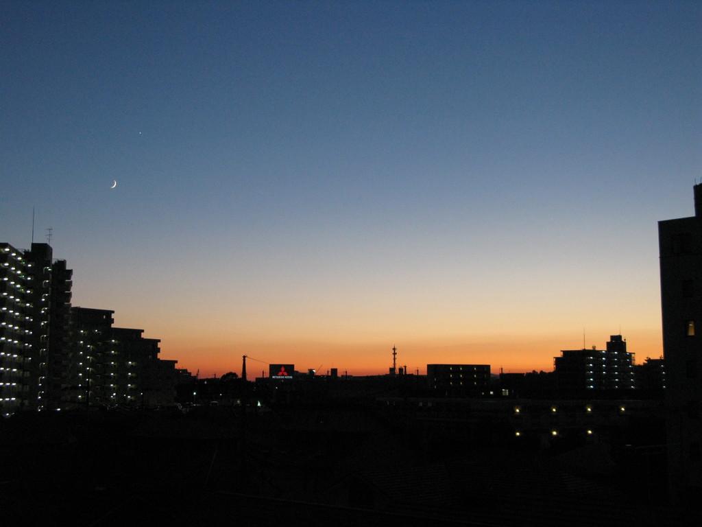窓からの夕焼け
