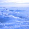 山を覆う雲