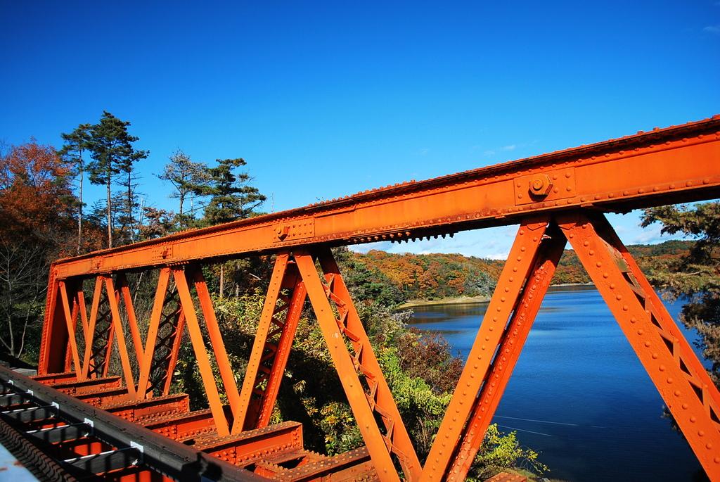 オレンジ色の橋