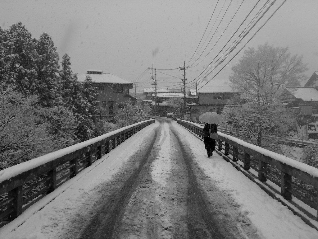 雪みちの橋
