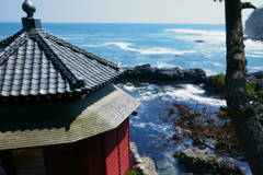春の海と六角堂
