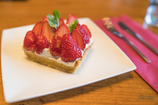 季節のイチゴの 贅沢タルト(゜∀゜*)