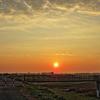 朝陽と河原と土手