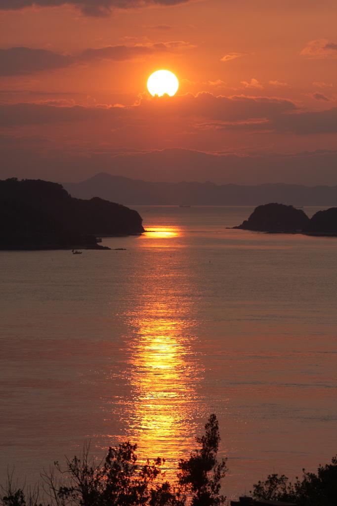 与島の夕日