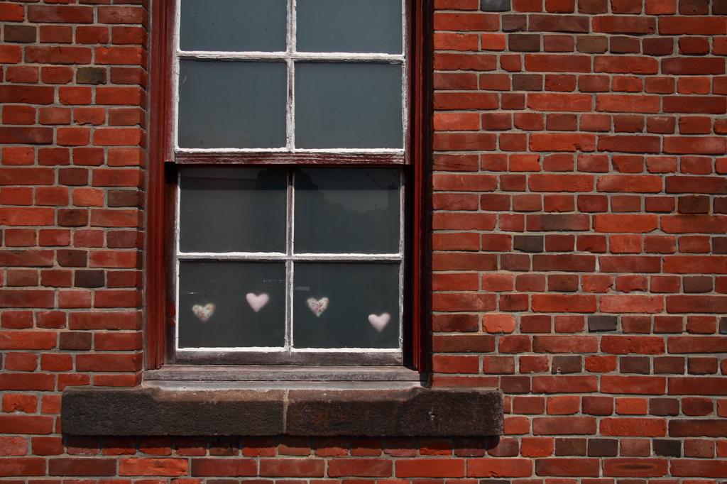 窓辺にハート