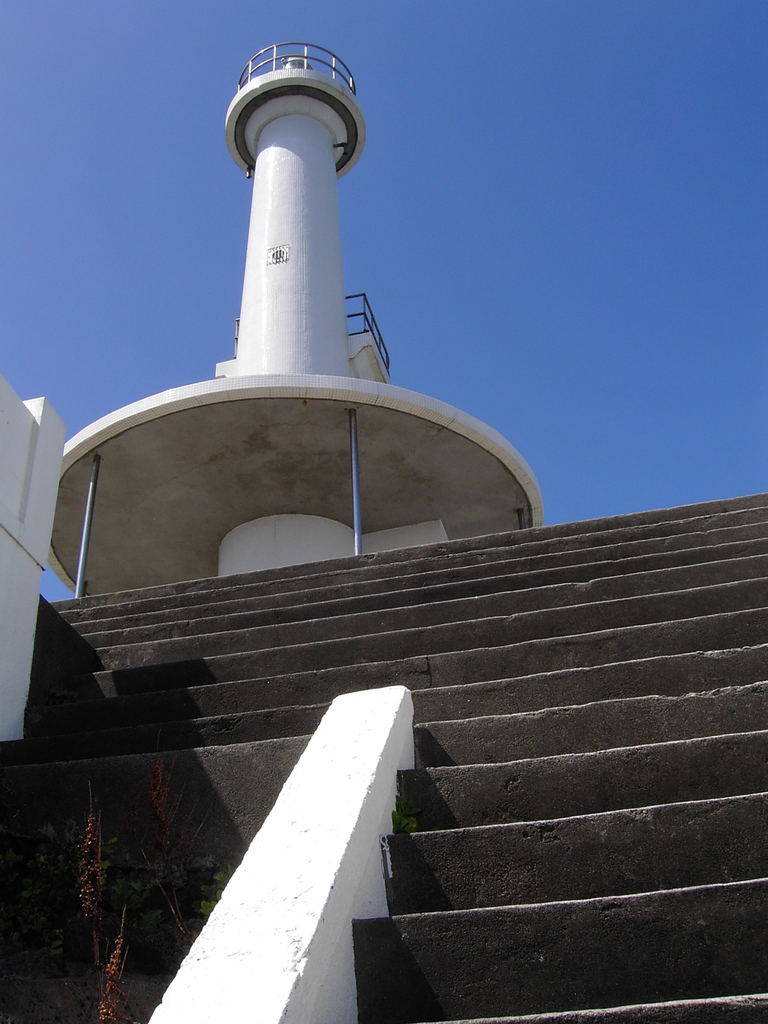 長崎鼻灯台と青空