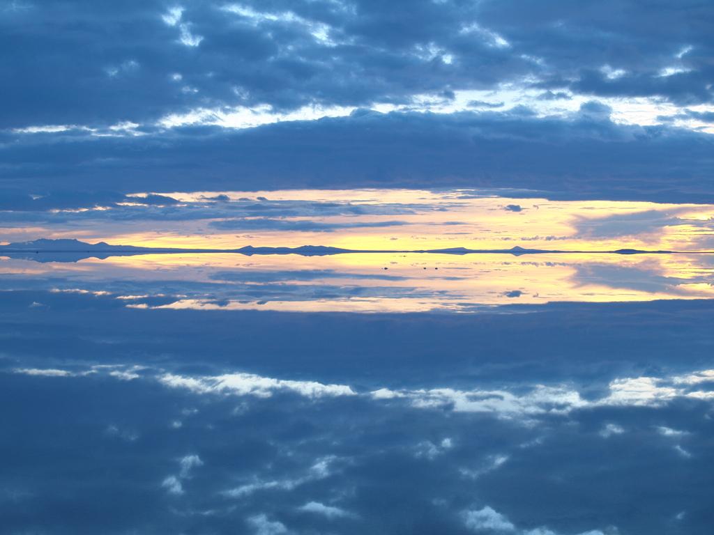 ボリビア 鏡面 ウユニ湖
