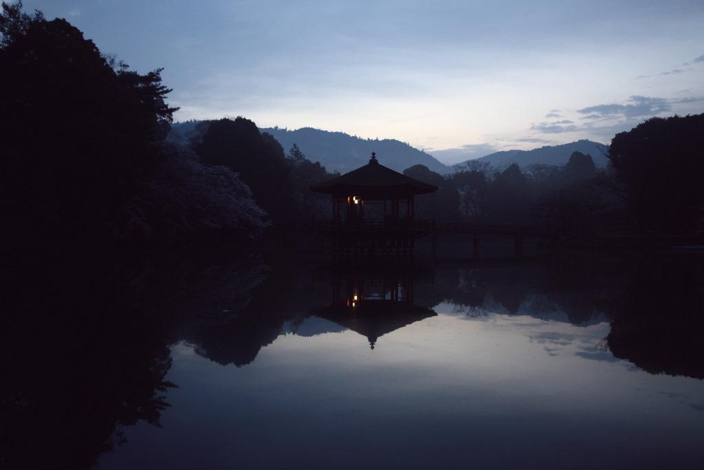 奈良の夜明け
