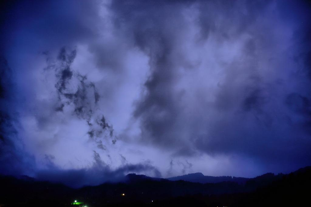 スイス 真夜中の雷