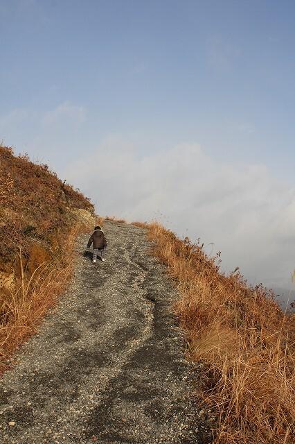 天空の登山道
