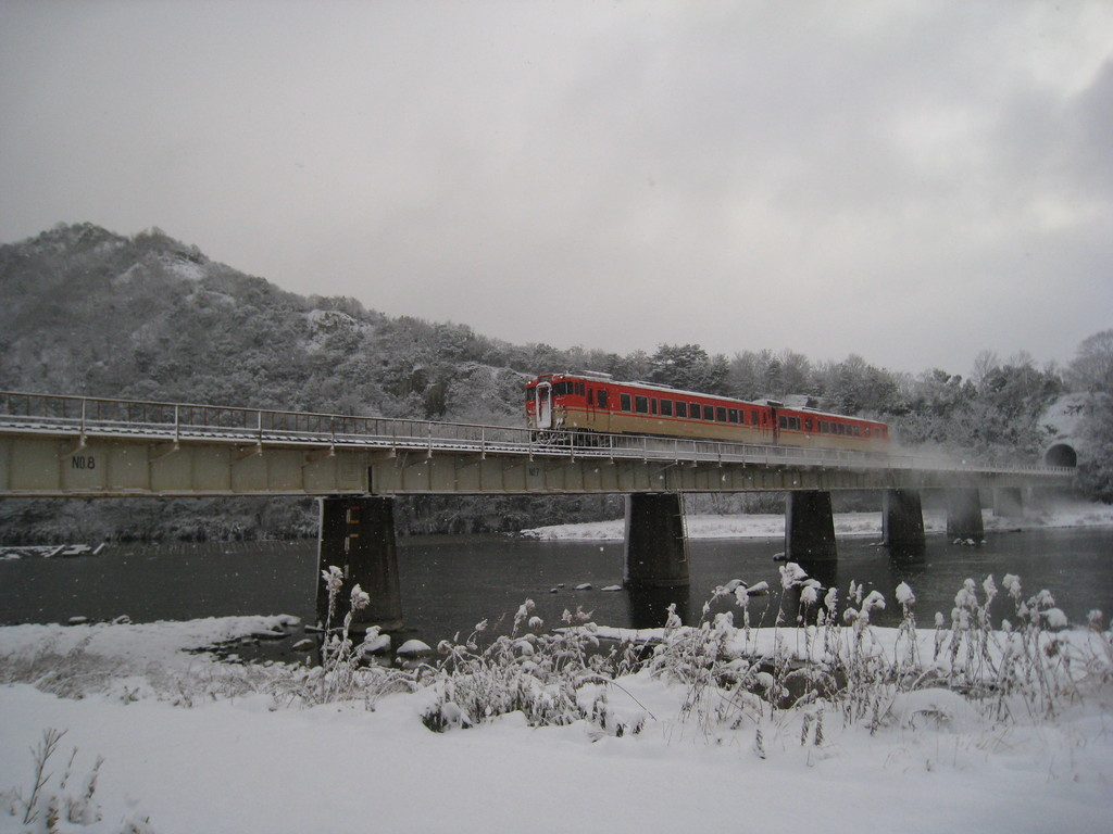 JR姫新線と屏風岩