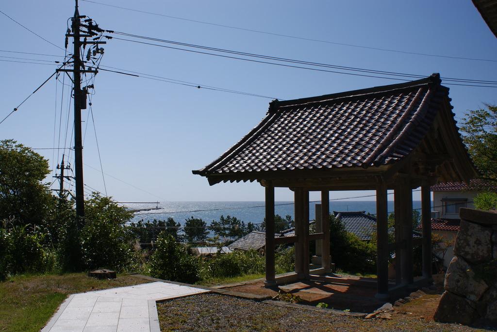 海の見える寺