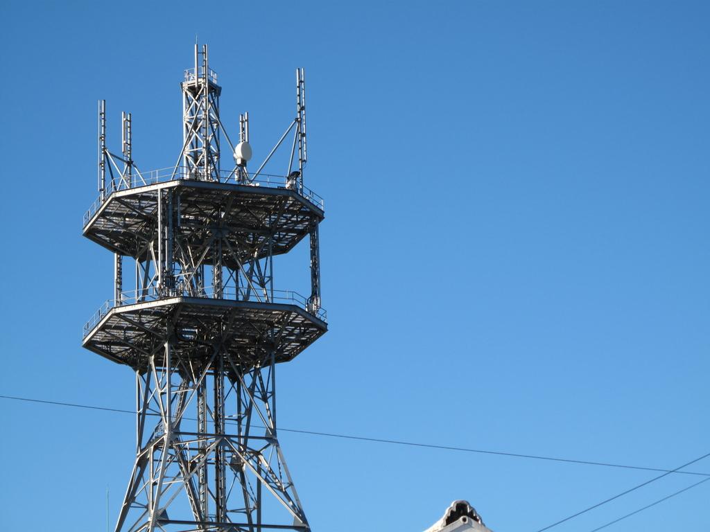 青空と鉄塔