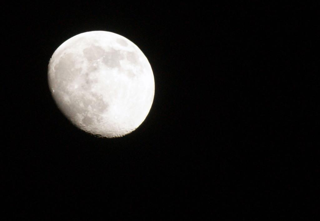 ラーメン・つけメン・・・これ月面!