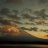 朝日の中の富士山。