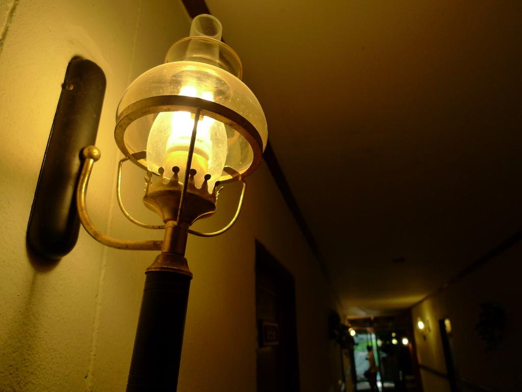 廊下のランプ