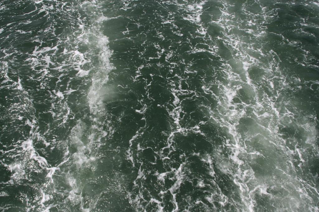 鞆の浦の波